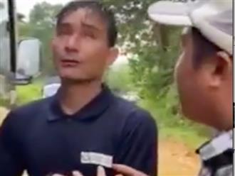 Nhói lòng cảnh người đàn ông Trà Leng đi bộ hàng chục cây số tìm vợ, được giúp đỡ không nhận tiền, chỉ cần xe về với vợ con