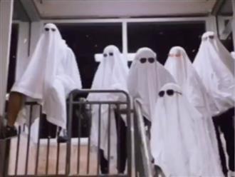 Nhóm 'khách' không mắt mặc đồ trắng xuất hiện giữa đêm khiến dân tình sợ tái mặt, thân phận đằng sau gây bất ngờ