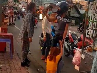 Thanh niên nhận cái kết đắng vì lôi bạn gái ra giữa đường đánh đập