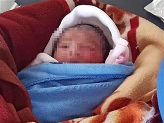 Bé sơ sinh bị bỏ rơi ngoài ruộng giữa trời nóng 40 độ: Không mảnh vải che thân, cả người đỏ lựng vì bỏng nặng