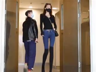 Các tỷ tỷ cao trên 1m80 diễu phố, đôi chân siêu dài khiến ai cũng phải ngoái lại nhìn