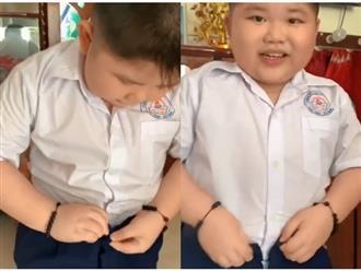 Sau kỳ nghỉ dịch, bé trai chật vật cài khóa quần khi đi học lại khiến người xem cười bò