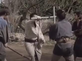 Dạy học trò cách tự vệ, sư phụ bị ăn đòn không trượt phát nào