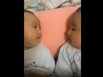 Cười xỉu cảnh hai bé sinh đôi tâm sự 'sương sương' trước giờ đi ngủ