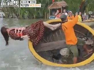 Hoa hậu Hàn Quốc ngã lộn cổ xuống sông vì chơi thuyền thúng