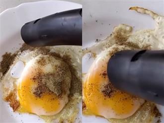 Lỡ làm đổ nhiều tiêu vào trứng ốp la, chàng trai có pha xử lý 'đi vào lòng đất' khiến dân tình từ chối hiểu