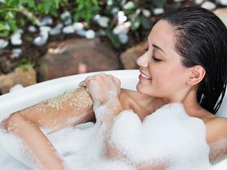 Xu hướng dùng muối tắm trắng có tốt thực sự không?
