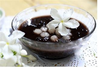 Hướng dẫn cách nấu chè đậu đen bột lọc ngon hết ý giúp giải nhiệt ngày hè