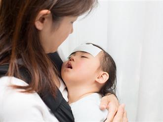 Trẻ bị sốt và nôn: Mẹ tuyệt đối không được chủ quan