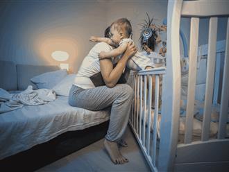 Trẻ 2 tuổi ngủ hay giật mình: 8 loại bệnh lý không ngờ tới!