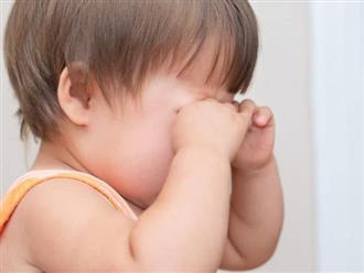 Bé 3 tuổi mắt bị đổ ghèn có nguy hiểm không?