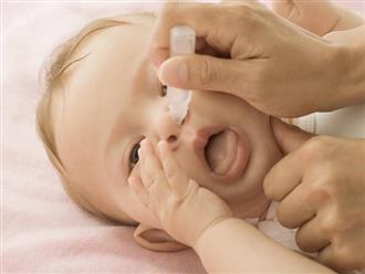 Mẹ nên làm gì khi trẻ sơ sinh bị ngạt mũi có đờm?