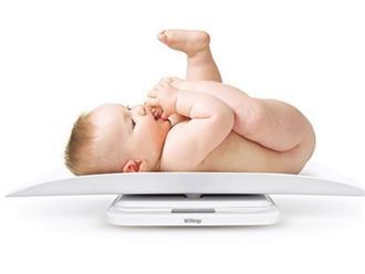 Trẻ sơ sinh chậm tăng cân phải làm sao?
