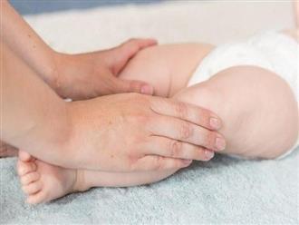 Trẻ sơ sinh bị run chân là biểu hiện của bệnh gì?