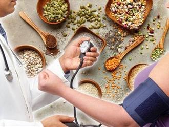 Người bị huyết áp cao nên ăn uống gì để kiểm soát đường huyết tốt?