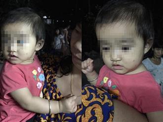 Xót xa bé gái 10 tháng tuổi xinh như thiên thần bị bỏ rơi trước cửa nhà dân cùng ít quần áo và sữa