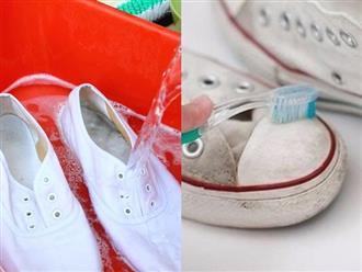 """""""Con nghiện"""" giày trắng mà không biết mẹo hay ho này để làm sạch giày ố vàng, đen xì hóa trắng tinh như mới sau 3 phút không cần thuốc tẩy thì quá phí"""