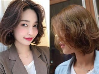 Dù tóc ngắn thì vẫn có 4 kiểu uốn xoăn đẹp quên sầu mà không già chút nào để chị em điệu đà diện Tết