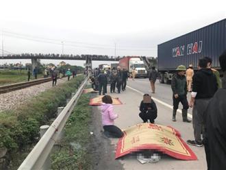 Clip hiện trường thảm khốc vụ xe tải đâm vào đoàn đi viếng mộ liệt sĩ khiến 8 người chết