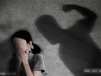 Bé gái 8 tuổi bị cha dượng và mẹ ruột bạo hành đến chết: Bị bỏ đói, đánh đập và ăn chất thải của chính mình