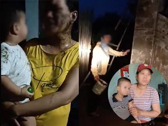 Diễn biến mới vụ bé trai 2 tuổi và mẹ bị đổ phân lên người: Chủ nợ từng đe dọa chôn sống bé trai xuống đất, lấy xú uế đổ vào nhà 'con nợ'