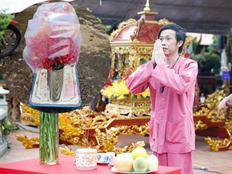 Lộ hình ảnh NS Hoài Linh âm thầm bày biện mâm cúng Tổ nghề sân khấu, 'soi' 1 chi tiết biết rõ quy mô?