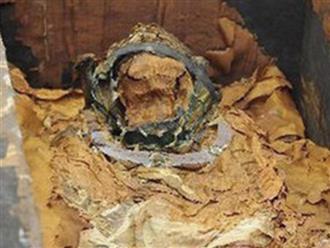 Mở nắp quan tài lúc 0h, phát hiện hài đội vương miện và bí mật gây chấn động giới khảo cổ học