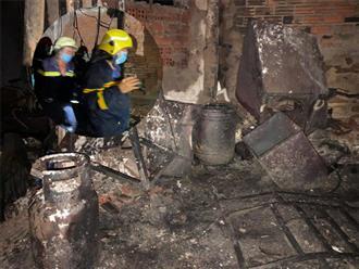 Xót xa hiện trường kinh hoàng của vụ cháy khiến 8 người tử vong ở TP.HCM