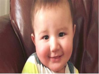 Bé trai tử vong đúng sinh nhật đầu tiên và sự thật kinh hoàng về vết bầm dọc sống lưng