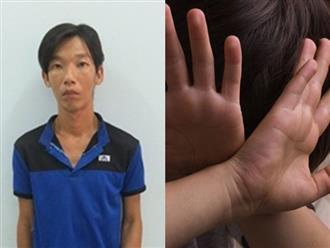 Phẫn nộ: Gã biến thái kề dao vào cổ, ép bé trai 11 tuổi dùng tay kích dục