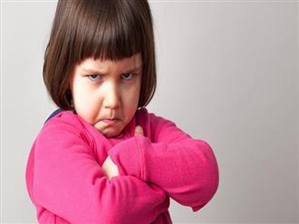 """Khi con có những hành vi này, cha mẹ đừng bao giờ tặc lưỡi bỏ qua vì nghĩ """"trẻ con ấy mà..."""""""