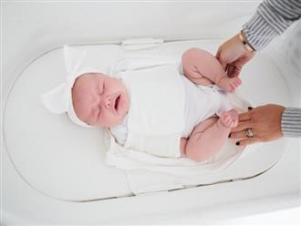 Nôi rung tự động giúp trẻ ngủ say sau vài giây nhưng lại khiến nhiều mẹ bỉm sữa lo lắng