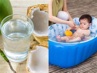 Tắm cho trẻ sơ sinh bằng nước dừa: Cách làm dân gian hại nhiều hơn lợi