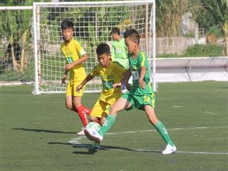 Tập cho trẻ làm quen với thể thao