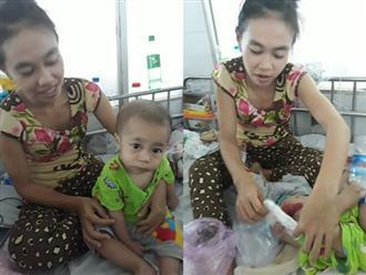 Xót cảnh cậu bé nghèo gần 2 tuổi không có hậu môn, tim thủng 2 lỗ nằm chờ phẫu thuật