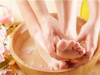 Ngâm chân vào nước ấm có chữa được bệnh suy giãn tĩnh mạch?