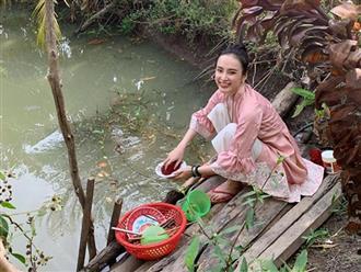 Bất ngờ với hình ảnh Angela Phương Trinh ngồi cầu gỗ rửa bát ở quê nội
