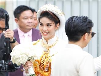 Lan Khuê đeo vàng và kim cương nặng muốn gãy cổ trong đám hỏi với cháu nội bà Tư Hường