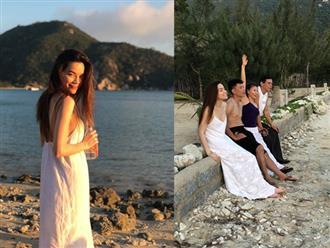 Hà Hồ lộ thân gầy trơ xương khi đi du lịch cùng Kim Lý ở Nha Trang