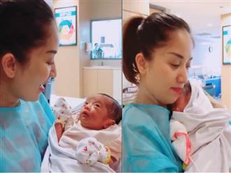 Ôm con gái sinh non bé xíu vào lòng, Khánh Thi nhiều lần suýt bật khóc vì điều này