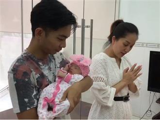 Clip cận cảnh gương mặt đáng yêu của con gái Khánh Thi - Phan Hiển, từ 2,2kg giờ đã lớn thế này