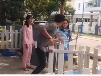 Đón con trai về đến cửa, Lâm Khánh Chi tái mặt khi chồng chiếm hết tài sản và ném đồ ra khỏi nhà
