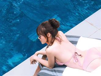 Bất ngờ với vóc dáng 'nóng bỏng' của Lan Ngọc khi diện bikini lả lơi bên hồ bơi