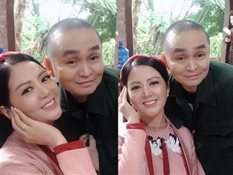 Vợ Thứ trưởng Bộ Tài Chính bất ngờ xuất hiện thân thiết bên danh hài Xuân Hinh