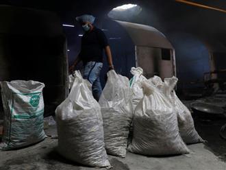 Ấn Độ: Tro cốt người chết vì Covid-19 chất đống thành bao tải nhưng 'vô thừa nhận' do bị người thân bỏ rơi vì lo sợ dịch bệnh