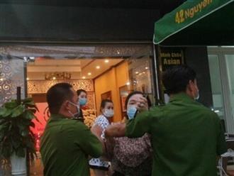 Một phóng viên bị hành hung khi đưa tin vụ nghệ sĩ tụ tập khai trương thẩm mỹ viện giữa mùa dịch