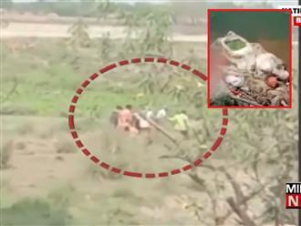 Tài xế xe cứu thương lén lút vứt hàng loạt thi thể bệnh nhân Covid-19 xuống sông Hằng một cách vô cảm, cộng đồng Ấn Độ phẫn nộ tột cùng