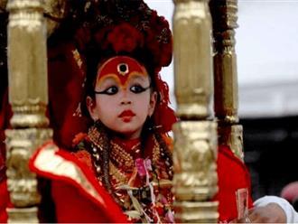 Sự thật chấn động về các 'Thánh nữ' Ấn Độ: Phía sau quyền năng tối cao là những giao dịch đặc biệt đầy cay đắng