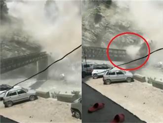 Trận đá lở 'KINH HOÀNG' như mưa trút nước làm sập cây cầu Batseri nổi tiếng và khiến 9 người thiệt mạng