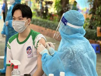Khoảng 1.500 trẻ được tiêm vắc xin phòng COVID-19, làm gì khi trẻ bị sốt sau tiêm?